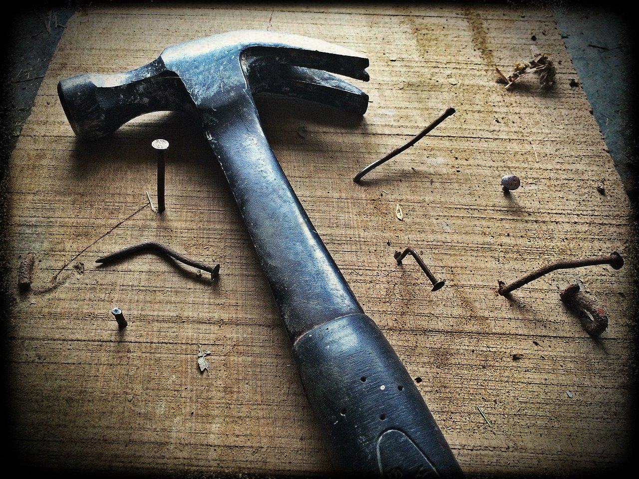 hammer, nails, wood
